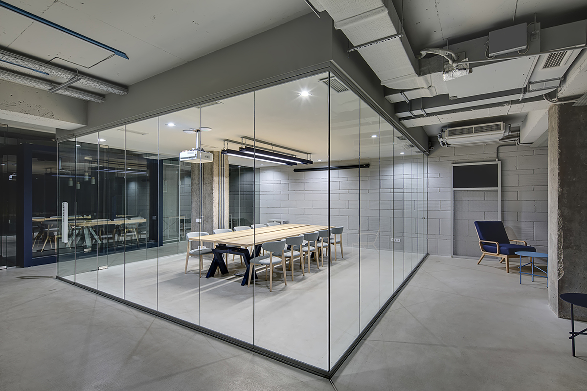 Customer Experience Benefits Of Custom Glass For